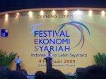 1 sby membuka Fstival ekonomi syariah